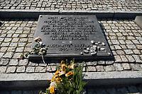 09 APR 2012, KRAKOW/POLAND:<br /> Platte mit deutscher Inschrift, Internationales Mahnmal für die Opfer des Faschismus, Staatliches polnisches Museum / Gedenkstaette des ehem. Konzentrationslager Ausschitz-Birkenau<br /> IMAGE: 20120409-01-034<br /> KEYWORDS: Krakau, KZ, Vernichtungslagers Auschwitz II–Birkenau, Polen