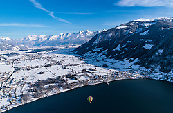 05.02.2018, Zell am See - Kaprun, AUT, BalloonAlps, im Bild ein Heissluftballon in der Luft über den Zeller See mit dem Panorama der umliegenden Berge // A hot air balloon in the air over the Zeller lake with the panorama of the surrounding mountains during the International Balloonalps Alps Crossing Event, Zell am See Kaprun, Austria on 2018/02/05. EXPA Pictures © 2018, PhotoCredit: EXPA/ JFK