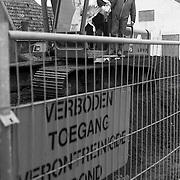 NLD/Huizen/19920110 - Bord met Verboden toegang verontreinigde grond