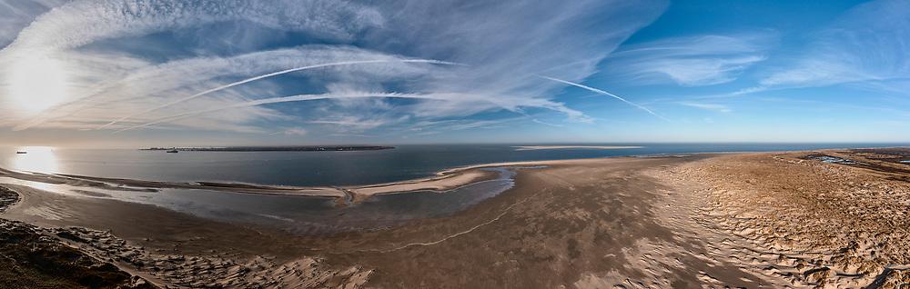 Nederland, Noord-Holland, Texel, 30-03-2021; De Hors<br /> De Hors voormalige zandplaat, nu onderdeel van Nationaal Park Duinen van Texel. Gezien naar Den Helder, Marsdiep met rechts Noorderhaaks.<br /> De Hors former sandbank, now part of National Park Dunes of Texel.<br /> drone-opname (luchtopname, toeslag op standaard tarieven);<br /> drone recording (aerial, additional fee required);<br /> copyright foto/photo © 2021 Siebe Swart