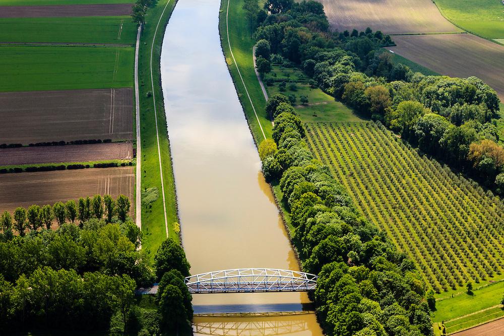 Nederland, Limburg, Gemeente  Sittard-Geleen, 27-05-2013; Julianakaal met vakwerkbrug naar Obbicht.<br /> Bridge Julianacanal.<br /> luchtfoto (toeslag op standard tarieven);<br /> aerial photo (additional fee required);<br /> copyright foto/photo Siebe Swart.