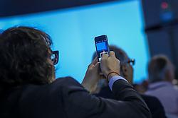 Público acompanha o VOX - The Joy of Sharing, evento que pretende provocar reflexões sobre o futuro da comunicação a partir do compartilhamento de conteúdo e experiências. FOTO: Jefferson Bernardes/ Agência Preview