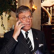 NLD/Amsterdam/20030415 - Uitreiking Max Heijmansprijs, Frans Molenaar aan de telefoon