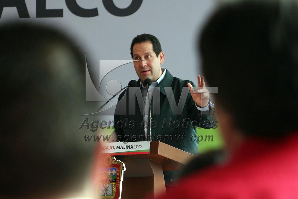 MALINALCO, Mex.- Eruviel Ávila Villegas, gobernador del Estado de México, en gira de trabajo por el municipio de Malinalco hizo entrega de lentes, zapatos ortopédicos, sillas de ruedas al igual que recursos para concluir la modernización del mercado municipal, como parte de lo correspondientes a Pueblo Mágico. Agencia MVT / José Hernández. (DIGITAL)<br /> <br /> NO ARCHIVAR - NO ARCHIVE
