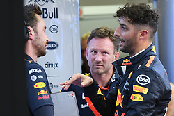 SINGAPORE, Sept. 16, 2017  Red Bull Racing Tag Heuer's Australian Daniel Ricciardo (R) talks as Red Bull Racing's team principal Christian Horner (C) looks on in the pit during the third practice session of the Formula One Singapore Grand Prix in Singapore on Sept. 16, 2017.  wll) (Credit Image: © Then Chih Wey/Xinhua via ZUMA Wire)