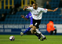 Photo: Tom Dulat/Sportsbeat Images.<br /> <br /> Millwall v Swansea City. Coca Cola League 1. 06/11/2007.<br /> <br /> Bryan Hodge of Millwall and Darren Pratley of Swansea City with the ball.