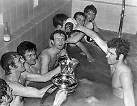 Fotball<br /> Foto: Colorsport/Digitalsport<br /> NORWAY ONLY<br /> <br /> PETER OSGOOD (CHELSEA) FILLS THE TROPHY WITH CHAMPAGNE AS THE TEAM CELEBRATE IN THE BATH AFTER  WINNING THE FA CUP FINAL REPLAY 1970.  CHELSEA V LEEDS UNITED @ MANCHESTER (OLD TRAFFORD).