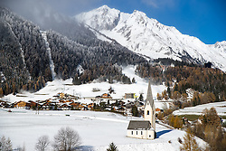 14.11.2016, Grossdorf, Kals, AUT, Beschneiung im Grossglocknerresort Kals Matrei, im Bild Übersicht auf den Osrtsteil Grossdorf mit St. Gorgskirche im Hintergrund beschneiung der Wintersportanlagen im kalser Grossglockner Resort // Overview at the village Grossdorf and the church St. Georg behind the artificial snow production of winter sports facilities in the Grossglockner Resort Kals. Austria on 2016/11/14. EXPA Pictures © 2016, PhotoCredit: EXPA/ Johann Groder