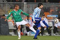 Fotball<br /> VM 2010<br /> Foto: Dppi/Digitalsport<br /> NORWAY ONLY<br /> <br /> FOOTBALL - FIFA WORLD CUP 2010 - 1/8 FINAL - ARGENTINA v MEXICO - 27/06/2010<br /> JAVIER PASTORE (ARG) / CARLOS SALCIDO (MEX)