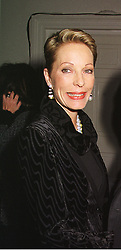 The BEGUM SALIMA AGA KHAN at a party in London on 9th December 1998.<br /> MMU 77 WO