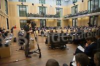 DEU, Deutschland, Germany, Berlin, 18.12.2015: Ein Kameramann filmt während einer Sitzung im Bundesrat.
