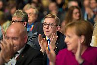 DEU, Deutschland, Germany, Berlin,26.02.2018: Philipp Amthor (M), der jüngste direkt gewählte CDU-Abgeordnete im Bundestag, mit Bundeskanzlerin Dr. Angela Merkel (vorn) beim Parteitag der CDU in der Station. Die Delegierten stimmten mit großer Mehrheit für die Neuauflage der Großen Koalition (GroKo).