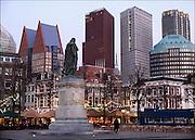 Nederland, Den Haag, 9-2-2015Stadsgezicht, panorama,skyline, van de hoogbouw in het centrum van de stad met op de voorgrond het plein.Moderne architectuur waar verschillende ministeries zijn gehuisvest, kantoren, kantoorgebouwen,highrise buildings, architecture, standbeeld willem van oranjeFOTO: FLIP FRANSSEN/ HOLLANDSE HOOGTE