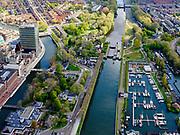 Nederland, Noord-Holland, Amsterdam, 07-05-2021; Amsterdam-Noord. Ingang Noordhollandsch Kanaal met Willem I-sluis(officieel Schutsluis Willem I). Rechts de Sixhaven, links Buiksloterkanaal en Tolhuistuin.<br /> North Holland Canal entrance with Willem I lock (officially Willem I lock). On the right the Sixhaven, on the left Buiksloterkanaal and Tolhuistuin.<br /> <br /> luchtfoto (toeslag op standaard tarieven);<br /> aerial photo (additional fee required)<br /> copyright © 2021 foto/photo Siebe Swart.