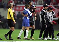 Carew / Coupet  - Olympiakos / Lyon - Champions League - 01.11.2005 - Foot Football - OL - largeur attitude joie de dos<br /> Foto: Digitalsport<br /> Norway only *** Local Caption *** 00011323