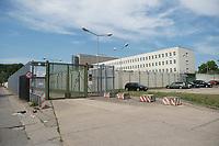 06 AUG 2014, BERLIN/GERMANY:<br /> Haus 2 (hinten), Haus 3 (rechts) und Tor, Abschiebungsgewahrsam der Berliner Polizei in Berlin-Koepenick, Gruenauer Strasse 140<br /> IMAGE: 20150806-01-030<br /> KEYWORDS: Köpenick, Abschiebungshaft, Abschiebeknast, Abschiebehaft, Polizeiabschiebehaftanstalt, Grünau; Gruenau