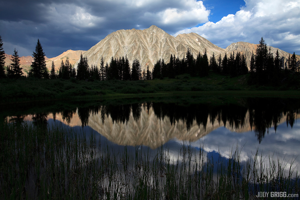 Located in the Maroon Bells-Snowmass Wilderness Area, White Rock Mountain climbs to 13,484 feet.