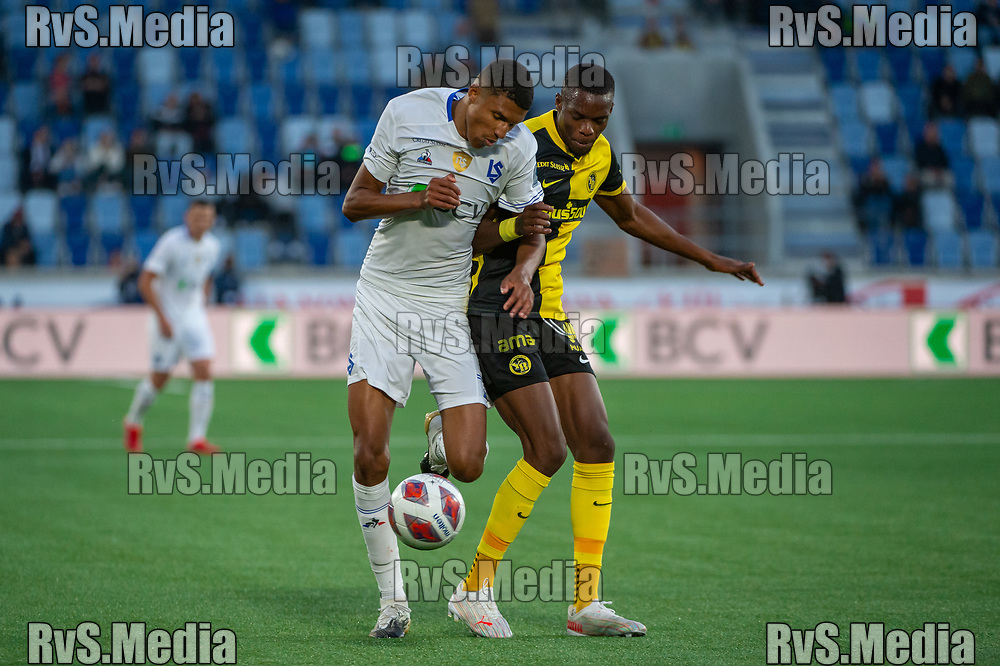 LAUSANNE, SWITZERLAND - SEPTEMBER 22: Abdou Karim Sow #71 of FC Lausanne-Sport vies with Christopher Martins #35 of BSC Young Boys during the Swiss Super League match between FC Lausanne-Sport and BSC Young Boys at Stade de la Tuiliere on September 22, 2021 in Lausanne, Switzerland. (Photo by Monika Majer/RvS.Media)