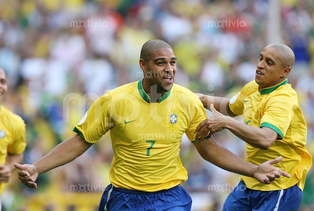 Fussball WM 2006  Gruppenspiel  Vorrunde  Gruppe F Brasilien - Australien JUBEL BRA, Torschuetze Adriano (li) und Roberto Carlos