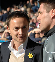 Photo: Ashley Pickering.<br />Southend United v Leeds United. Coca Cola Championship. 17/03/2007.<br />Leeds manager Dennis Wise (L) speaks with Southend manager Steve Tilson before the game