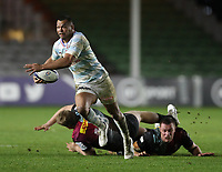 Kurtley Beale of Racing 92 leaves two Harlequins players trailing in his wake