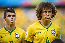 Oscar Emboaba e David Luiz na partida entre Brasil x Colombia, válida pelas quartas de final da Copa do Mundo 2014, no Estádio Castelão, em Fortaleza-CE. FOTO: Jefferson Bernardes/ Agência Preview