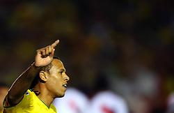 Luiz Fabiano comemora seu gol na partida entre as seleções do Brasil e Peru em partida válida pelas eliminatórias da Copa do Mundo de 2010. FOTO: Jefferson Bernardes / Preview.com