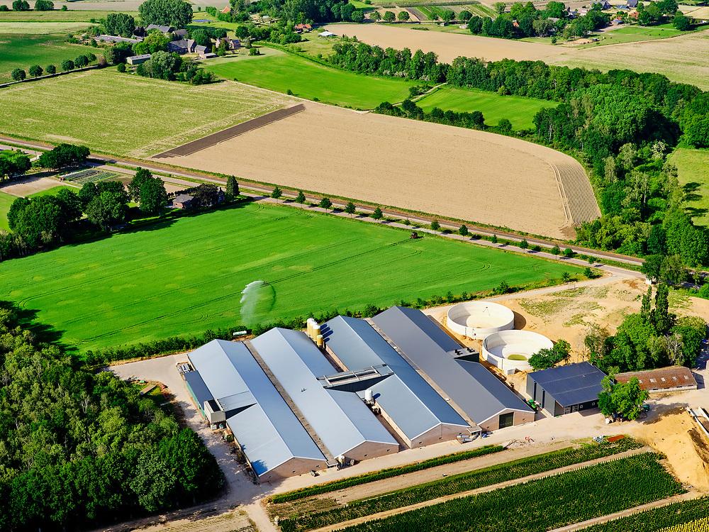 Nederland, Noord-Brabant, Gemeente Boxmeer; 27-05-2020; Vierlingsbeek, grootschalige pluimvee boerderij. <br /> Vierlingsbeek, large-scale poultry farm.<br /> luchtfoto (toeslag op standaard tarieven);<br /> aerial photo (additional fee required)<br /> copyright © 2020 foto/photo Siebe Swart