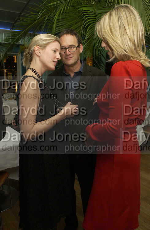 Sidney Finch, Nicola Fornby and A.A. Gill. Launch dinner for Island Beauty by India Hicks hosted by Charles Finch and Harvey Nichols Fifth Floor Restaurant. London. .  14  November 2005 . ONE TIME USE ONLY - DO NOT ARCHIVE © Copyright Photograph by Dafydd Jones 66 Stockwell Park Rd. London SW9 0DA Tel 020 7733 0108 www.dafjones.com