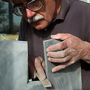 """Projecte """" Escultures : processos ocults """" . Reportatge al estudi de l'escultor Pep Codó a la Floresta. Decembre 2010. © Jordi Camí"""