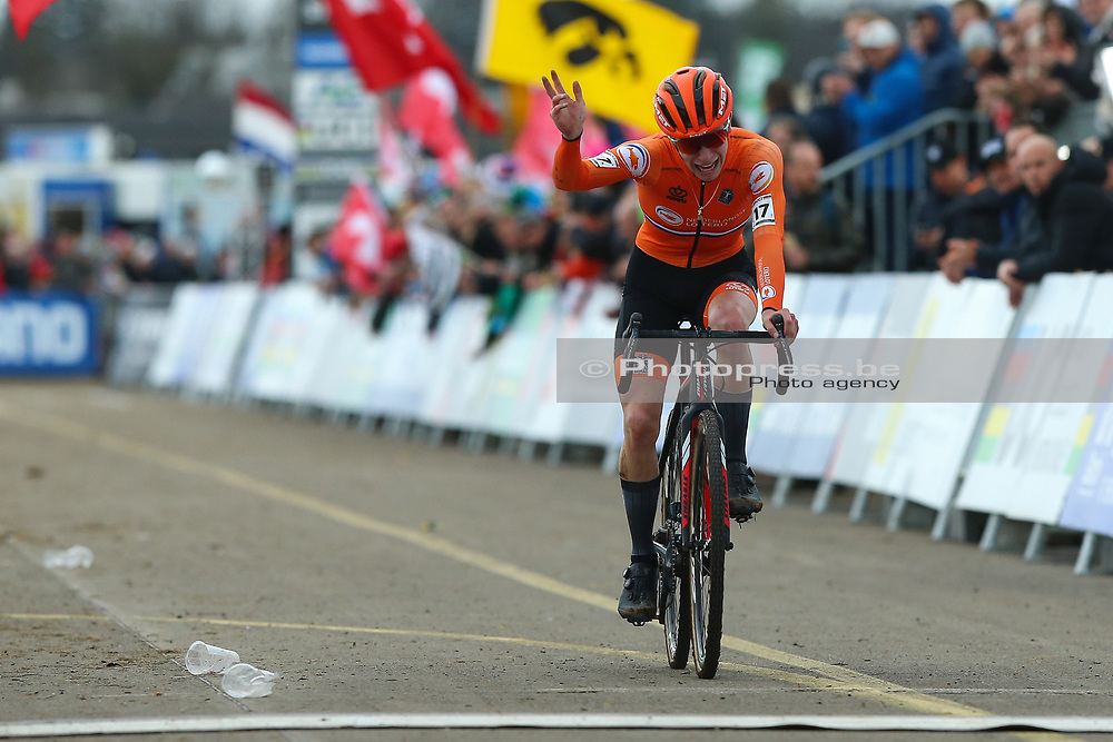 SWITZERLAND / SUISSE / ZWITSERLAND / DUBENDORF / CYCLING / CYCLOCROSS / CX / VELDRIJDEN / RADQUER / UCI WORLD CHAMPIONSHIPS CYCLOCROSS 2020 / MEN U23 / AANKOMST / FINISH / HENDRIKX Mees (NED)