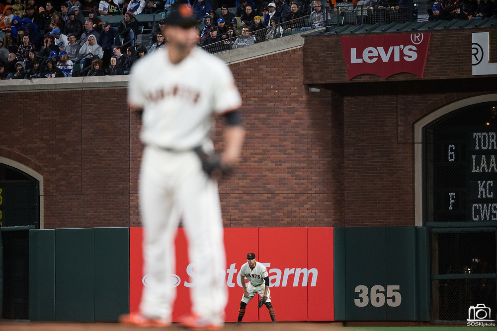 San Francisco Giants right fielder Hunter Pence (8) waits for a fly ball against the Los Angeles Dodgers at AT&T Park in San Francisco, California, on April 24, 2017. (Stan Olszewski/Special to S.F. Examiner)