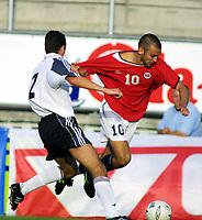 Fussball, Nationalspiele U21, Norwegen - Deutchland 3-0. 140801.  Magne Hoseth, Norge, og Michael Benthin, Tyskland.