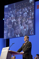 17 NOV 2003, BOCHUM/GERMANY:<br /> Gerhard Schroeder, SPD, Bundeskanzler, haelt eine Rede, im Hintergrund auf einer Leinwand applaudierende Delegierte, SPD Bundesparteitag, Ruhr-Congress-Zentrum<br /> IMAGE: 20031117-01-089<br /> KEYWORDS: Parteitag, party congress, SPD-Bundesparteitag, Gerhard Schröder, speech, Applaus, Zuhoerer