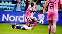 Fotball<br /> Tippeligaen<br /> Ullevål Stadion 07.08.11<br /> Vålerenga VIF - Sogndal<br /> Harmeet Singh tryner i duell med Ayhee Aye Elvis<br /> <br /> Foto: Eirik Førde
