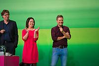 DEU, Deutschland, Germany, Leipzig, 09.11.2018: V.l.n.r. Michael Kellner, politischer Bundesgeschäftsführer von BÜNDNIS 90/DIE GRÜNEN, Annalena Baerbock und Dr. Robert Habeck, Bundesvorsitzende von BÜNDNIS 90/DIE GRÜNEN. Bundesparteitag von BÜNDNIS 90/DIE GRÜNEN, Messe Leipzig. Auf dem Parteitag wurden die KandidatInnen für die Europawahl im Mai 2019 gewählt.