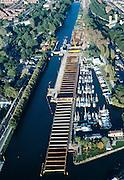 Nederland, Amsterdam, Noordhollands Kanaal, 17-10-2005; luchtfoto (25% toeslag); ingang Noorhollandsch Kanaal, met schutsluis Willem I en de bouwput van Noord-Zuidlijn direkt naast de Sixhaven (jachthaven), damwanden met stempels; links van het kanaal de Buiksloterweg (met restaurant het Tolhuis), midden rechts de twee ventilatie torens van de IJtunnel; bouw, aanleg noordzuidlijn, Amsterdam-Noord;  infrastructuur, verkeer en vervoer (ook andere foto's van deze lokatie).Foto Siebe Swart