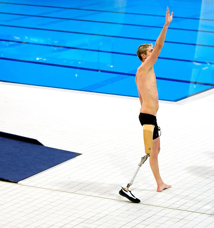 Groot-Brittannie, Londen, 04-09-2012.<br /> Paralympics.<br /> Zwemmen, Mannen, Vrije slag S9, Finale.<br /> Brenden Hall uit Australie viert zijn winst in de finale.<br /> Foto : Klaas Jan van der Weij