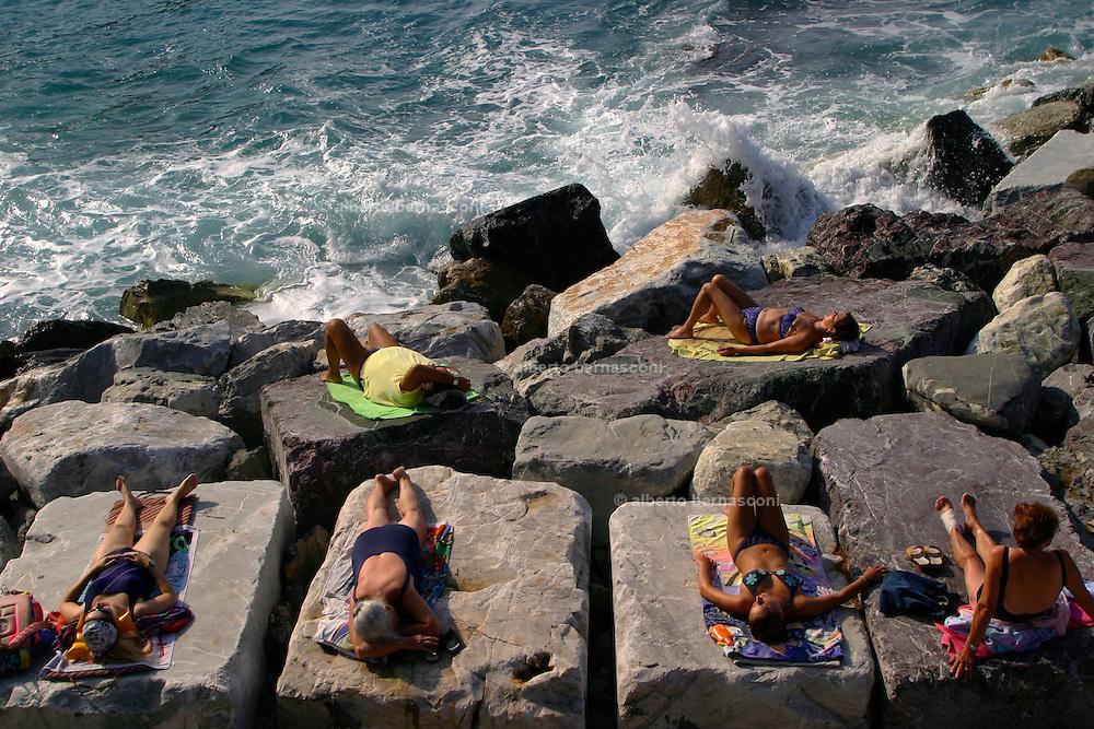 ITALY, Liguria, Zoagli.....ITALY, Liguria, Zoagli.relaxing on the rocks