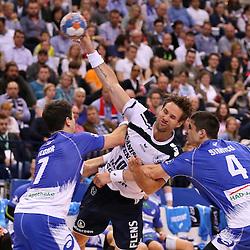 Hamburg, 24.05.2015, Sport, Handball, DKB Handball Bundesliga, HSV Handball - SG Flensburg-Handewitt : Matthias Flohr (HSV Handball, #07), Thomas Mogensen (SG Flensburg-Handewitt, #10), Alexandru Simicu (HSV Handball, #04)<br /> <br /> Foto © P-I-X.org *** Foto ist honorarpflichtig! *** Auf Anfrage in hoeherer Qualitaet/Aufloesung. Belegexemplar erbeten. Veroeffentlichung ausschliesslich fuer journalistisch-publizistische Zwecke. For editorial use only.