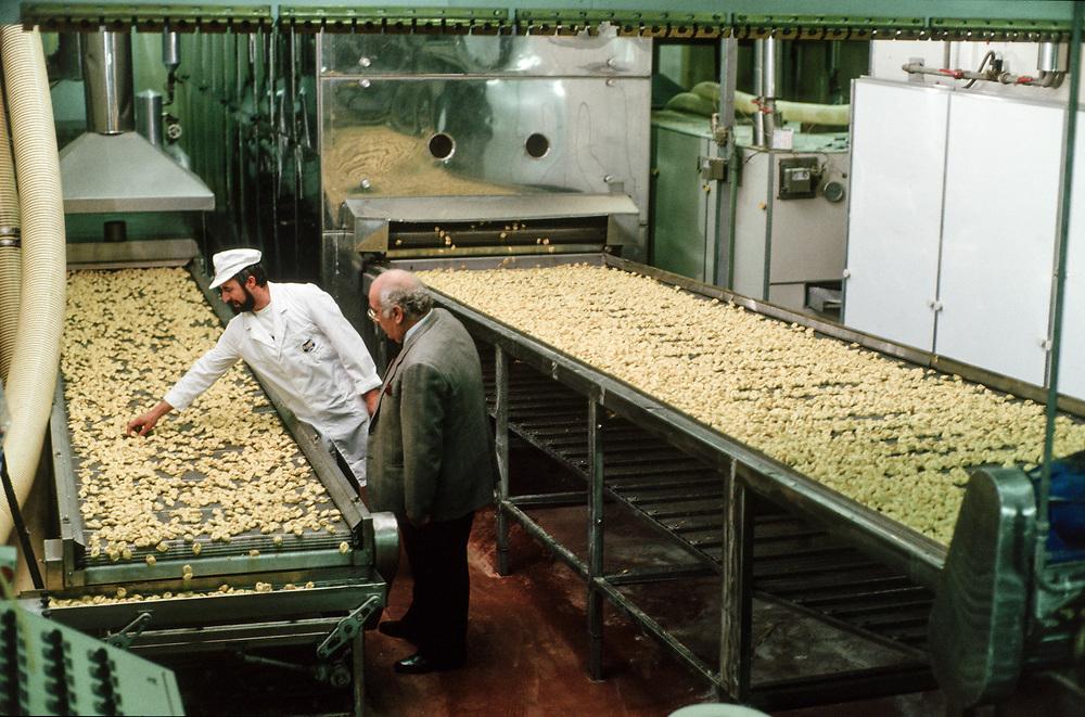 17 OCT 1991 - San Giovanni Lupatoto (VR) - Giovanni Rana, industriale della pasta, al Pastificio Rana.