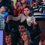 NLD/Hilversum/20130126 - 5e Liveshow Sterren Dansen op het IJs 2013, Mimoun Ouled Radi met het nichtje van Paul Turner
