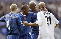 Fotball<br /> FA-cup 2005<br /> 5. runde<br /> Bolton v Arsenal<br /> 12. mars 2005<br /> Foto: Digitalsport<br /> NORWAY ONLY<br /> Arsenal's Lauren and Patrick Viera have words with Bolton's El Hadj Diouf after he elbowed Lens Lehman and was sent off