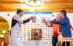 28.02.2019, Seefeld, AUT, FIS Weltmeisterschaften Ski Nordisch, Seefeld 2019, Medaillenfeier, im Bild Silbermedaillen Gewinner Bernhard Gruber (AUT), OeSV Praesident Peter Schroecksnadel // Silver medallist Bernhard Gruber (AUT) OeSV President Peter Schroecksnadel during medal celebration of FIS Nordic Ski World Championships 2019. Seefeld, Austria on 2019/02/28. EXPA Pictures © 2019, PhotoCredit: EXPA/ JFK