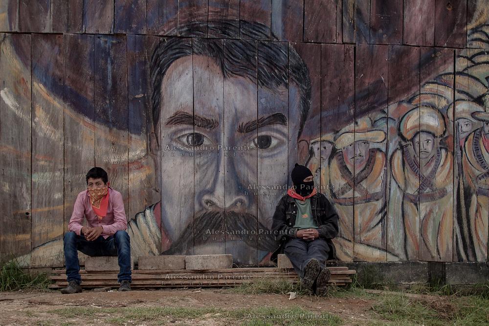 Il muralismo è una delle principali forme d'espressione e comunicazione degli zapatisti e dei movimenti messicani in generale. Qui raffigurato Emiliano Zapata e i soldati rivoluzionari.