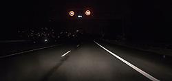 THEMENBILD - Tempo 100 auf Autobahn, aufgenommen am 19.08.2015 auf der A12 Inntalautobahn, Im Bild ein Überkopfwegweiser. EXPA Pictures © 2015, PhotoCredit: EXPA/ Jakob Gruber