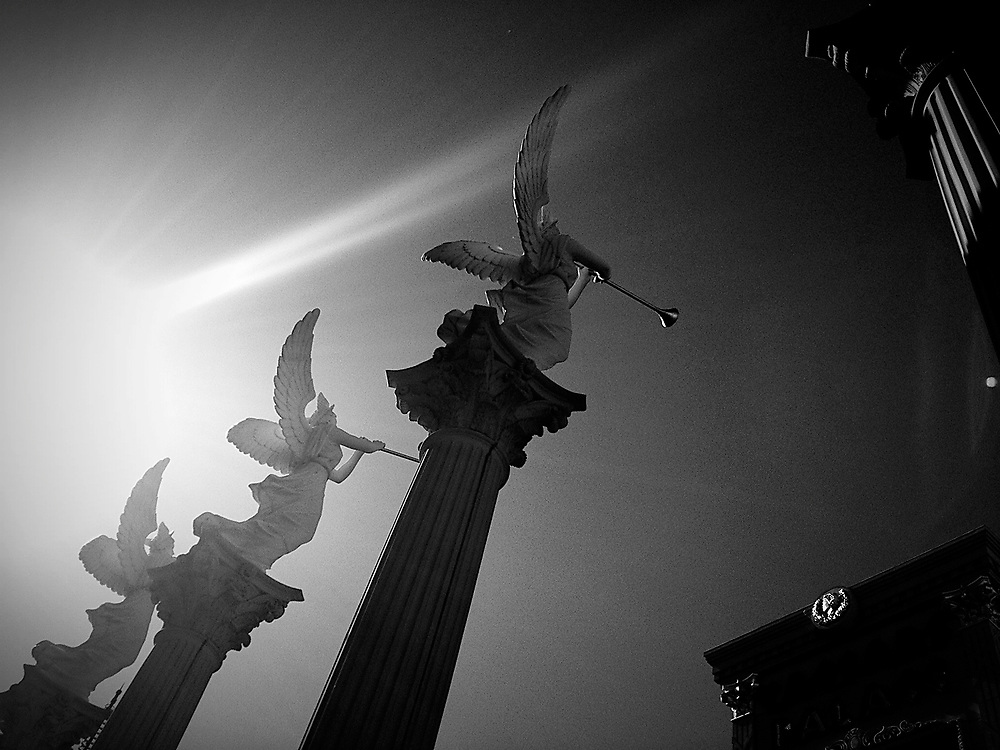 Angel statues , black and white .