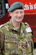 Feyenoord-selectie  krijgt maandag in Amersfoort een militaire training. Op uitnodiging van de Koninklijke Landmacht is de A-selectie een dag te gast op de Bernhardkazerne.<br /> <br /> Op de foto:  Commandant Landstrijdkrachten Generaal Mart de Kruif