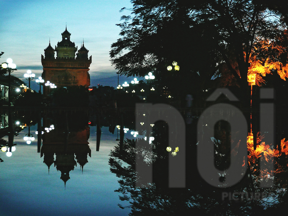Patuxay at dusk reflecting in water, Vientiane, Laos, Asia