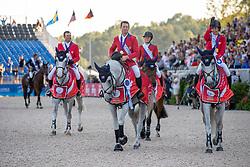 WARD McLain (USA), Clinta, RYAN Davin (USA), Eddie Blue, STERNLICHT Adrienne (USA), Cristalline, KRAUT Laura (USA), Zeremonie<br /> Tryon - FEI World Equestrian Games™ 2018<br /> Siegerehrung Medaillenvergabe<br /> FEI World Team Championships<br /> 2. Qualifikation Teamwertung 2. Runde<br /> 21. September 2018<br /> © www.sportfotos-lafrentz.de/Stefan Lafrentz